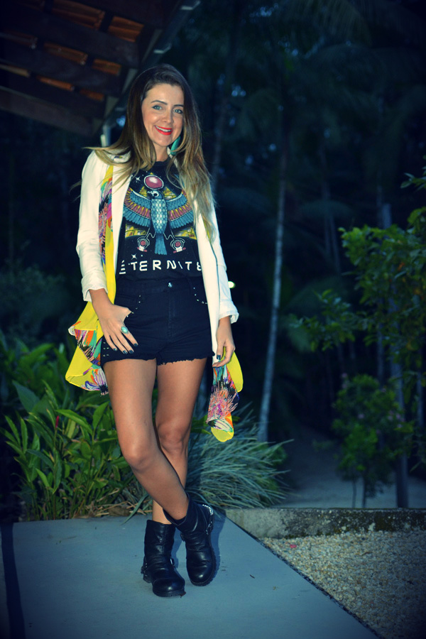 look blazer branco+ tee + shorts preto