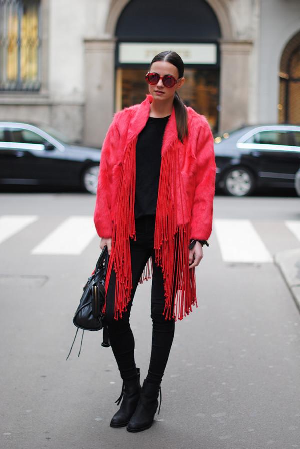 look preto com vermelho