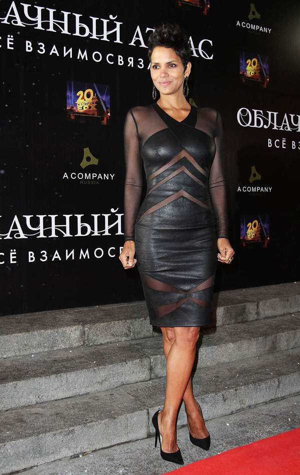 Halle Berry black dress Cloud Atlas premiere in Moscow10