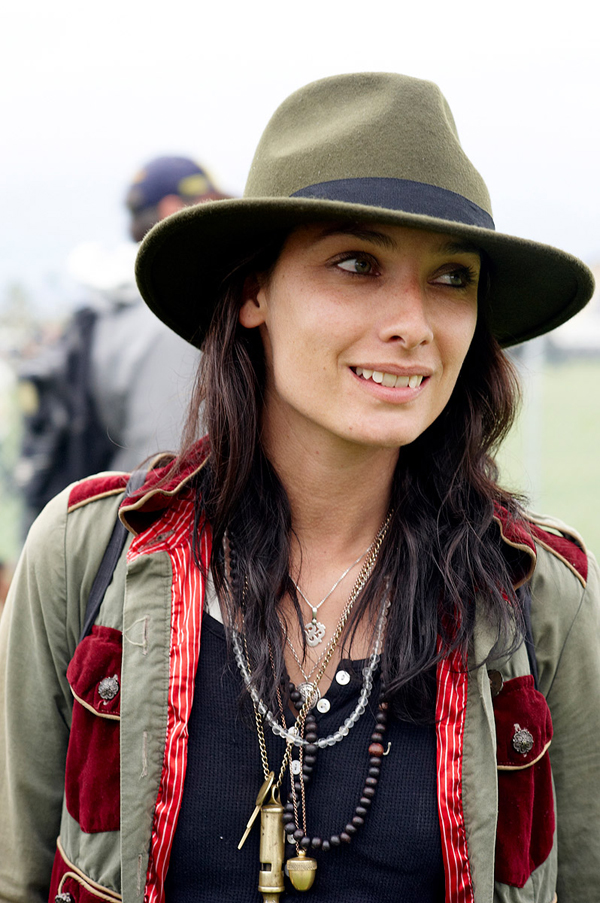 street-style-coachella-hat- army jacket with velvet details