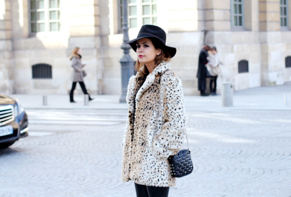 Fake_Fur_Coat-Leopard-Paris_Fashion_Week-Street_Style-7