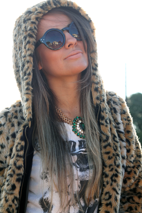 look casaco de touca pele fake animal print