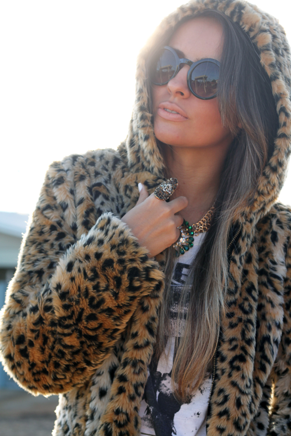 look casaco de touca pele fake animal print2