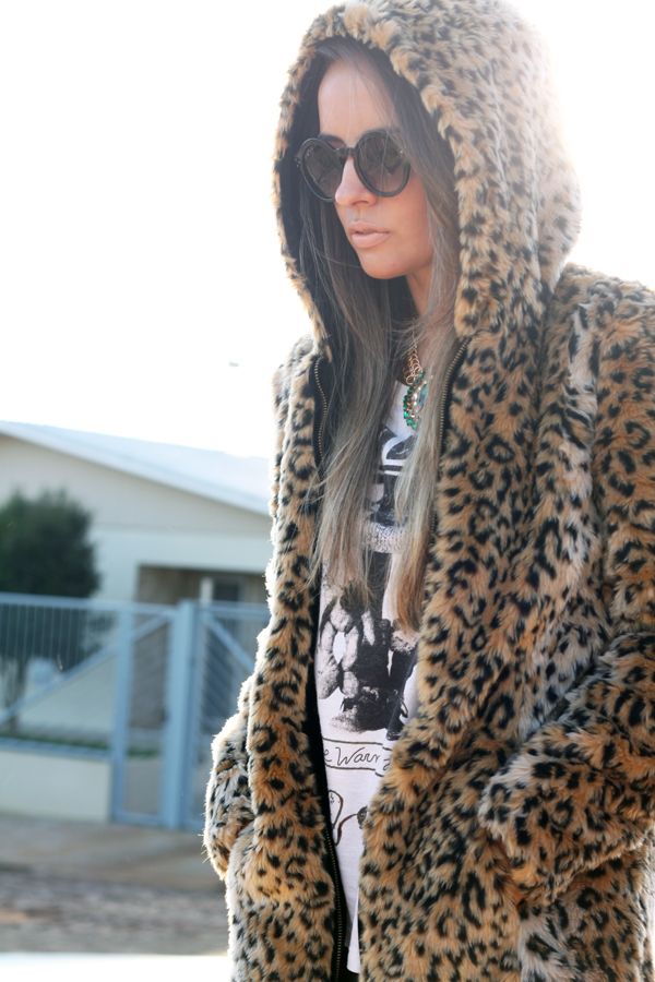 look casaco de touca pele fake animal print3
